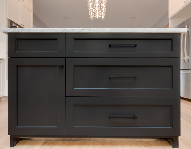 Grey Kitchen Island Sherwin-Williams Black Fox SW 7020 Sherwin-Williams Black Fox SW 7020 Sherwin-Williams Black Fox SW 7020 #SherwinWilliamsBlackFox #SW7020