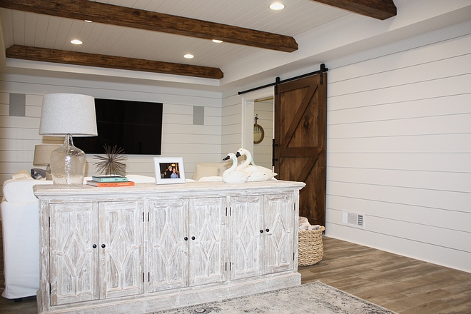 Farmhouse Family Room with shiplap, ceiling beams and barn door Farmhouse Family Room with shiplap, ceiling beams and barn door Farmhouse Family Room with shiplap, ceiling beams and barn door #Farmhouse #FamilyRoom #shiplap #ceilingbeams #barndoor