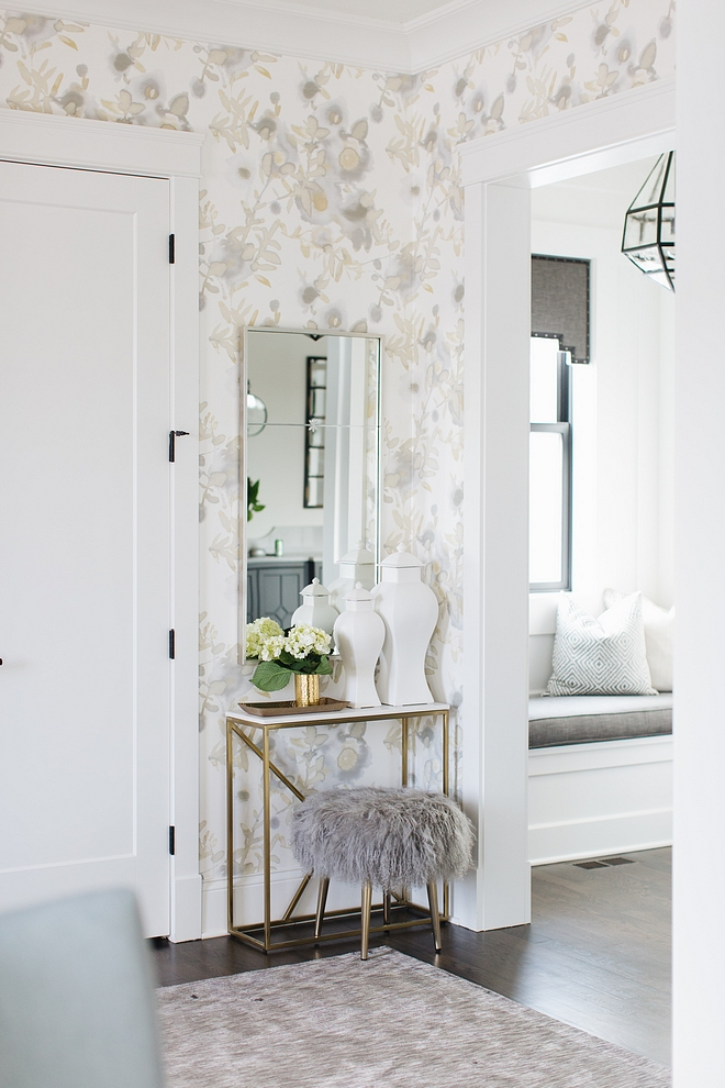 Foyer Mirror Inspiration Foyer Mirror Inspiration Ideas Foyer Mirror Inspiration source on Home Bunch #FoyerMirror #FoyerMirrorInspiration #Foyer #Mirror