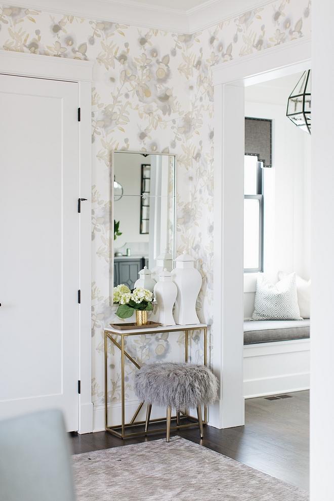Foyer Mirror Inspiration Foyer Mirror Inspiration Ideas Foyer Mirror Inspiration source on Home Bunch #FoyerMirror #FoyerMirrorInspiration #Foyer #Mirror