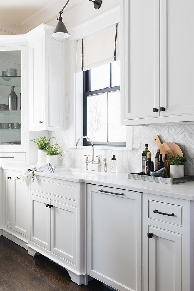 Black Cabinet Hardware Kitchen Cabinet Hardware source on Home Bunch #Kitchen #CabinetHardware