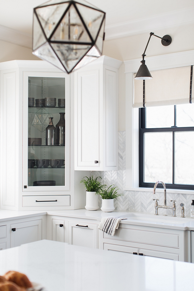 Benjamin Moore Classic Gray Kitchen Wall Color #BenjaminMooreClassicGray