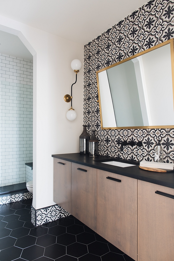 Transitional Farmhouse sources on Home Bunch Bathroom Transitional Farmhouse Bathroom Transitional Farmhouse Bathroom Transitional Farmhouse Bathroom #TransitionalBathroom #FarmhouseBathroom
