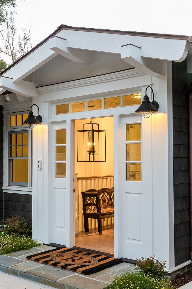 Cottage Exterior Sconces Door sconces Cottage Exterior Sconce source on Home Bunch Cottage Exterior Sconces #CottageExteriorSconces #CottageExterior #exteriorsconces