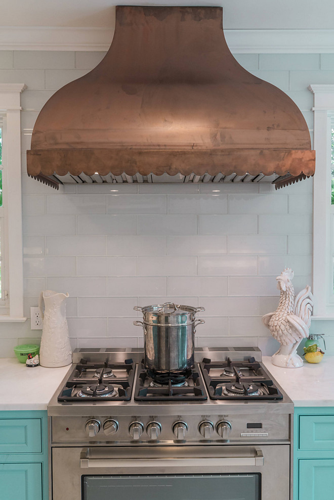 Scallop range hood wall mount in raw copper Copper Kitchen Hood source on Home Bunch Copper Kitchen Hood #CopperKitchenHood #CopperHood #KitchenHood