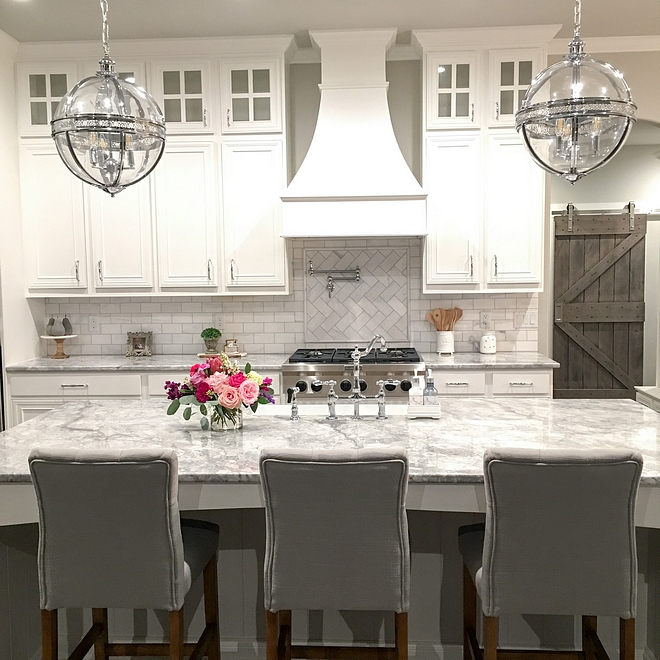 Superwhite quartzite countertop White kitchen with very durable Superwhite quartzite countertop Superwhite quartzite countertop Superwhite quartzite countertop Superwhite quartzite countertop #Superwhite #quartzite #countertop #Superwhitequartzite #countertop