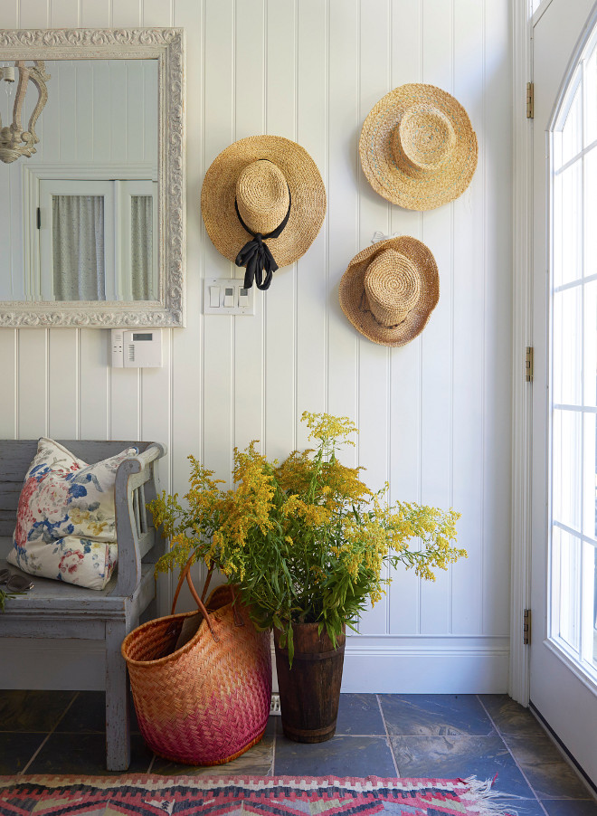 Coastal Farmhouse Entry Coastal Farmhouse Entry Great decor Ideas Coastal Farmhouse Entry Coastal Farmhouse Entry decor sources on Home Bunch #entry #coastalfarmhouse #farmhouse #farmhousedecor